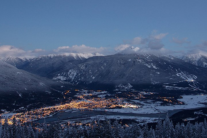 Ski instructor courses and snowboard instructor courses at Revelstoke Mountain Resort