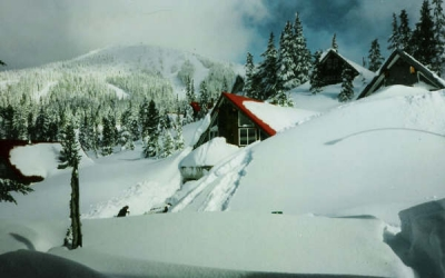 mount-washington-village-snow-buried-chalet-2